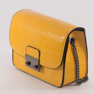 КОД: 7203 Малка дамска чанта от плътна и висококачествена еко кожа в жълт цвят