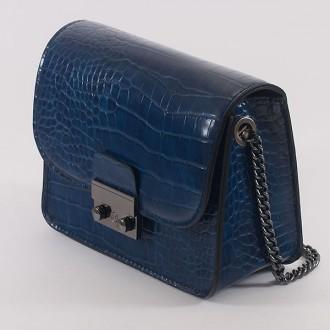КОД: 7203 Малка дамска чанта от плътна и висококачествена еко кожа в тъмно син цвят