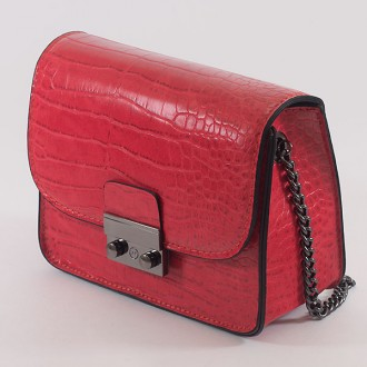 КОД: 7203 Малка дамска чанта от плътна и висококачествена еко кожа в червен цвят