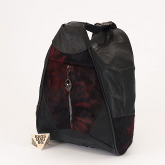 КОД : 0028B Мини дамска раница от естествена кожа и естествен косъм в цвят черно с червено
