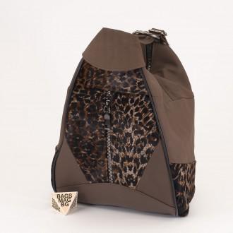 КОД : 0028B Мини дамска раница от естествена кожа и естествен косъм в цвят каки с животински принт