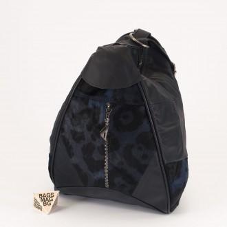 КОД : 0028B Мини дамска раница от естествена кожа и естествен косъм в цвят черно със синьо
