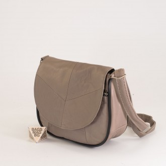 КОД: 0031 Малка дамска чанта от естествена кожа на парчета в светло бежов цвят
