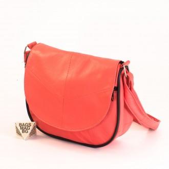 КОД: 0031 Малка дамска чанта от естествена кожа на парчета в цвят корал