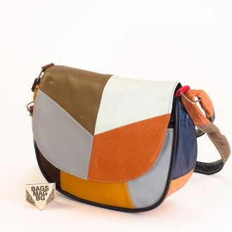 КОД: 0031 Малка дамска чанта от естествена кожа на парчета в шарени цветове