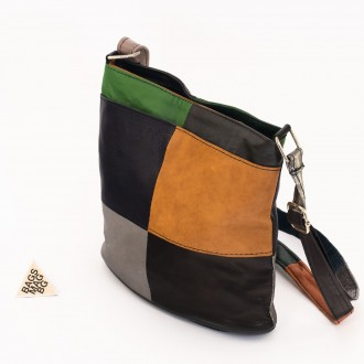 КОД: 0048 Дамска чанта от естествена кожа на парчета в шарени цветове