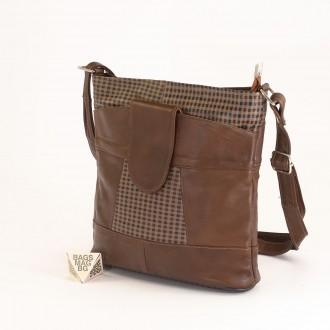 КОД: 0049C-7 Малка дамска чанта от естествена кожа на парчета