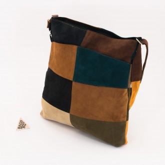 КОД: 0049V Дамска чанта от естествен велур на парчета в тъмни шарени цветове