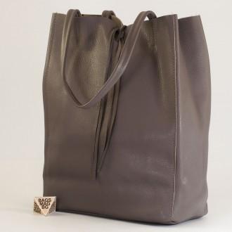 КОД : 0086-1 Дамска чанта тип торба от естествена кожа в тъмно сив цвят