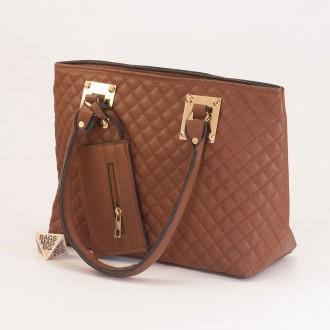 КОД: 01042 Дамска чанта от еко кожа в кафяв цвят