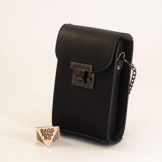 КОД: 01044-6 Малка дамска чанта от еко кожа в черен цвят с черна закопчалка