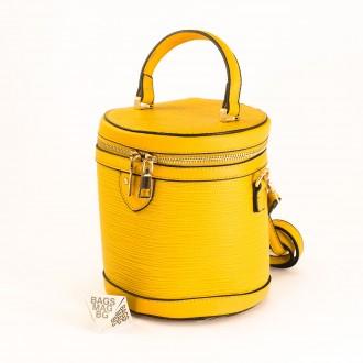 КОД: 0228 Малка дамска чанта от плътна и висококачествена еко кожа в жълт цвят