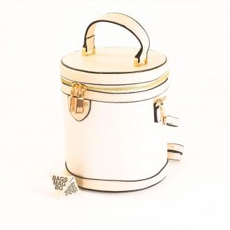 КОД: 0228 Малка дамска чанта от плътна и висококачествена еко кожа в светло бежов цвят