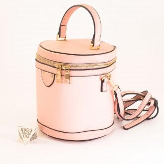 КОД: 0228 Малка дамска чанта от плътна и висококачествена еко кожа в розов цвят