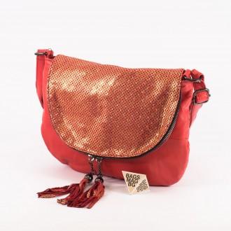 КОД: 0303 Дамска чанта от естествена кожа в червен цвят с лъскав ефект