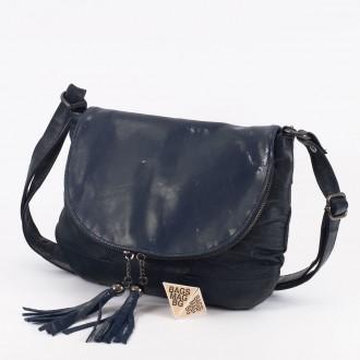 КОД: 0303 Дамска чанта от естествена кожа в син цвят с лъскав ефект