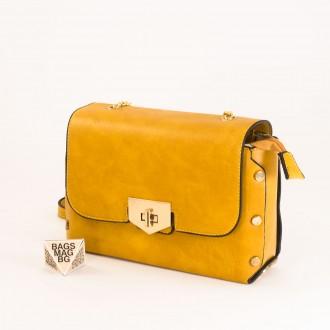 КОД : 0311 Малка дамска чанта от плътна и висококачествена еко кожа в жълт цвят