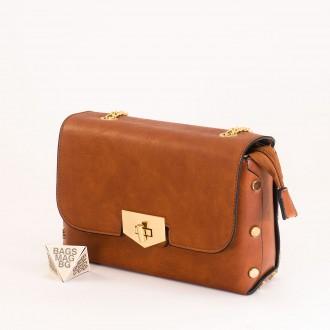 КОД : 0311 Малка дамска чанта от плътна и висококачествена еко кожа в кафяв цвят