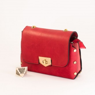 КОД : 0311 Малка дамска чанта от плътна и висококачествена еко кожа в червен цвят
