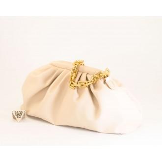 КОД: 0618 Дамска чанта от плътна и висококачествена еко кожа в бежов цвят