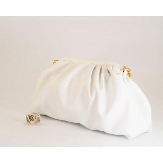 КОД: 0618 Дамска чанта от плътна и висококачествена еко кожа в бял цвят