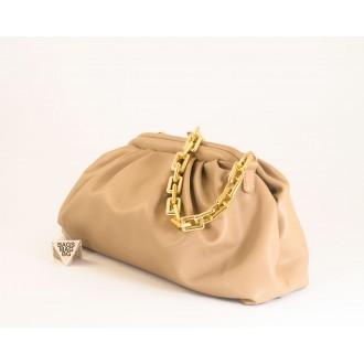 КОД: 0618 Дамска чанта от плътна и висококачествена еко кожа в цвят априкот