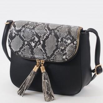 КОД: 0922 Дамска чанта от плътна и висококачествена еко кожа в черен цвят