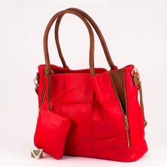 КОД: 1002 Дамска чанта от плътна и висококачествена еко кожа в червен цвят