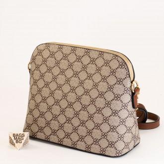 КОД: 1003 Малка дамска чанта от плътна и висококачествена еко кожа в кафяв цвят