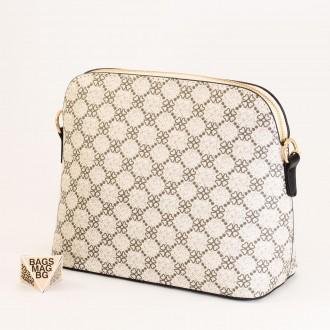 КОД: 1003 Малка дамска чанта от плътна и висококачествена еко кожа в бежов цвят