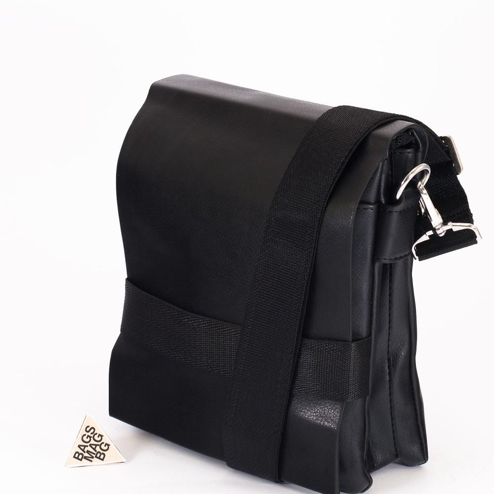 КОД: 10041 Мъжка чанта от плътна и висококачествена еко кожа в черен цвят - малък размер