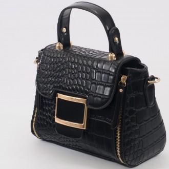 КОД : 1021 Малка дамска чанта от плътна и висококачествена еко кожа в черен цвят