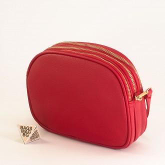 КОД: 1703 Малка дамска чанта от плътна и висококачествена еко кожа в червен цвят