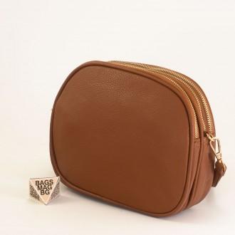 КОД: 1703 Малка дамска чанта от плътна и висококачествена еко кожа в кафяв цвят