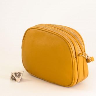 КОД: 1703 Малка дамска чанта от плътна и висококачествена еко кожа в жълт цвят