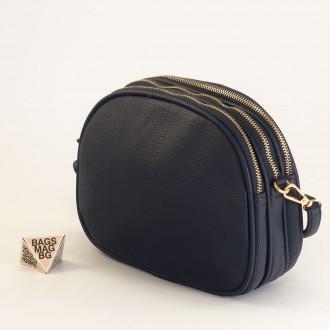 КОД: 1703 Малка дамска чанта от плътна и висококачествена еко кожа в тъмно син цвят