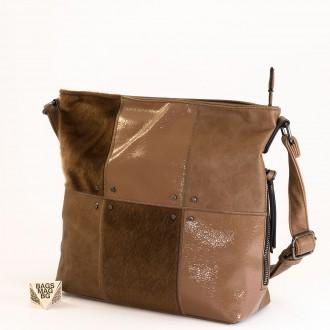 КОД : 1886 Дамска чанта от плътна и висококачествена еко кожа в цвят каки