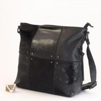 КОД : 1886 Дамска чанта от плътна и висококачествена еко кожа в черен цвят