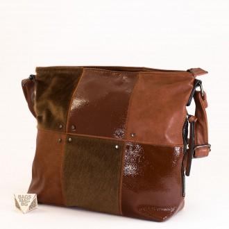 КОД : 1886 Дамска чанта от плътна и висококачествена еко кожа в кафяв цвят