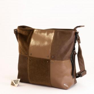КОД : 1886 Дамска чанта от плътна и висококачествена еко кожа в светло кафяв цвят