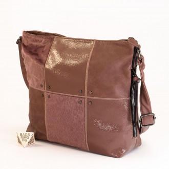 КОД : 1886 Дамска чанта от плътна и висококачествена еко кожа в розов цвят