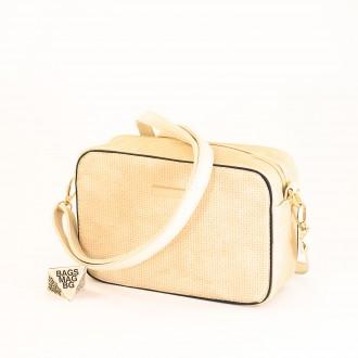 КОД: 1918 Малка дамска чанта от плътна и висококачествена еко кожа в светло бежов цвят