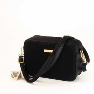 КОД: 1918 Малка дамска чанта от плътна и висококачествена еко кожа в черен цвят