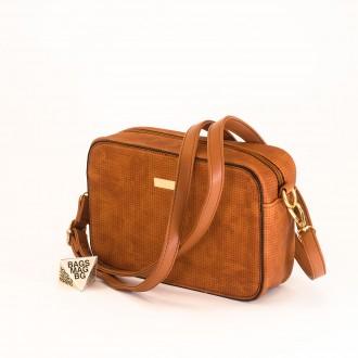 КОД: 1918 Малка дамска чанта от плътна и висококачествена еко кожа в кафяв цвят