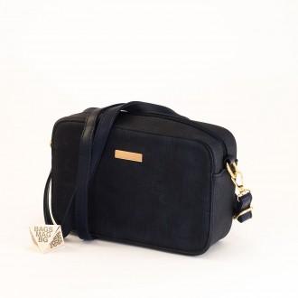 КОД: 1918 Малка дамска чанта от плътна и висококачествена еко кожа в син цвят
