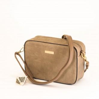 КОД: 1918 Малка дамска чанта от плътна и висококачествена еко кожа в цвят априкот