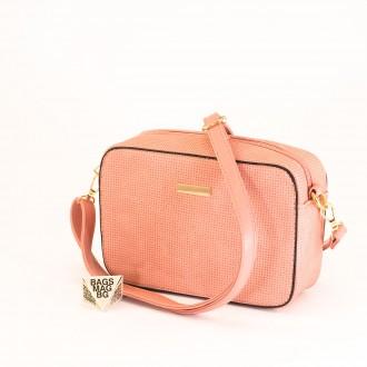 КОД: 1918 Малка дамска чанта от плътна и висококачествена еко кожа в розов цвят