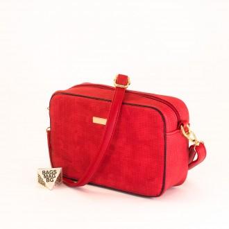 КОД: 1918 Малка дамска чанта от плътна и висококачествена еко кожа в червен цвят