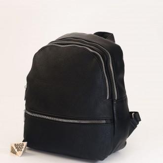 КОД: 19601 Дамска раница от плътна и висококачествена еко кожа в черен цвят