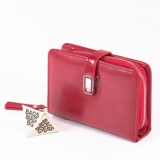 КОД : 2335 Дамски портфейл от плътна и висококачествена еко кожа в червен цвят